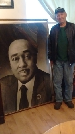 Allen Williams poses with image of Russ Ewing 112915